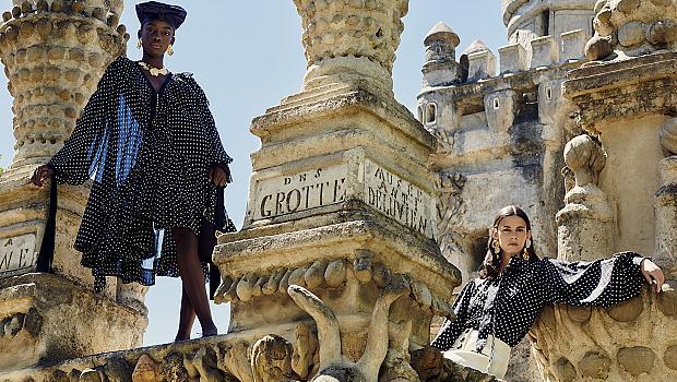 Lanvin представи колекцията си насред приказен замък, построен от пощальон