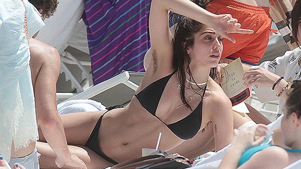Дъщерята на Мадона събира погледи на плажа в Маями