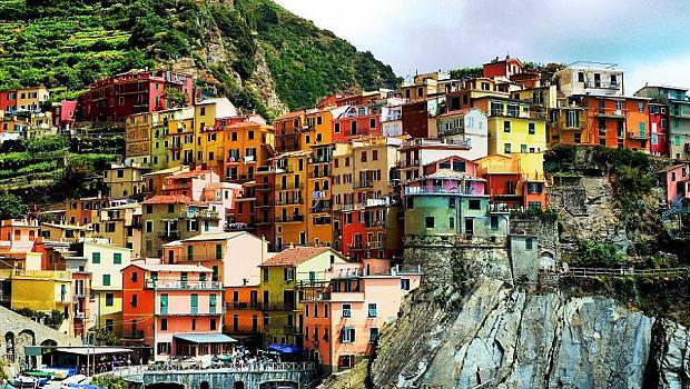 15 невероятни града, построени върху скали