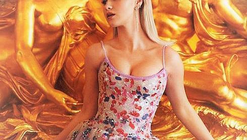 Мария Бакалова в рокля на Армани на цветя на церемонията BAFTA - 2021