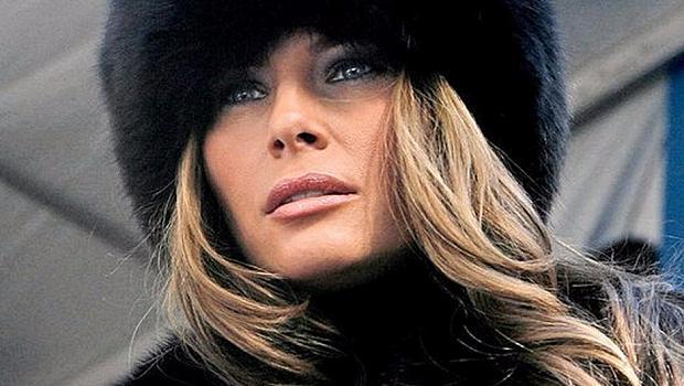 Памела Андерсън пожела да облече Мелания Тръмп с палто от еко кожа
