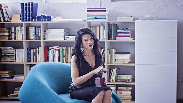 Мария Грънчарова събра куп звезди в новото си видео