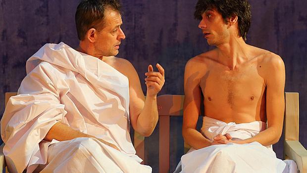 Михаил Билалов остава без дрехи на сцената