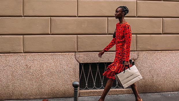 Неоново лято: 40 ярки street style визии, с които ще ви забележат от километри