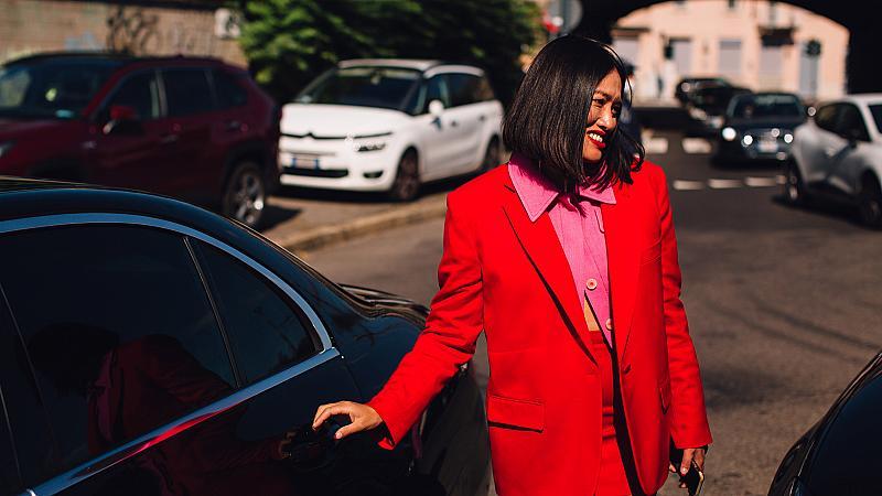 Street style със сако: 45 женствени стайлинг идеи от модните столици