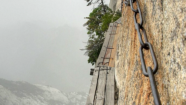 Опасна пътека в Китай за авантюристи