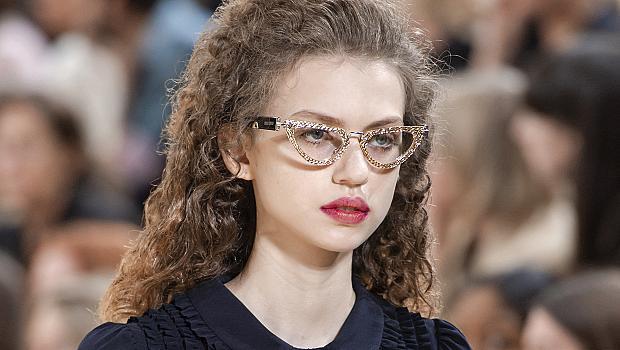 Сега очилата с прозрачни стъкла са много по-ефектни: 25 доказателства за това