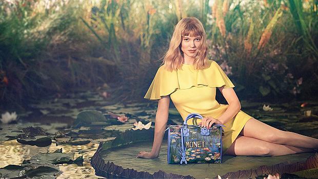 С картина на Моне в ръка благодарение на Louis Vuitton и Джеф Кунс