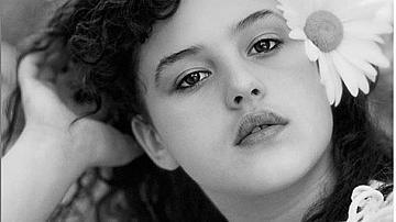 Вижте Моника Белучи на 13 години