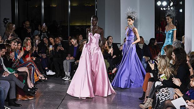 Naeem Khan показа богато украсени рокли