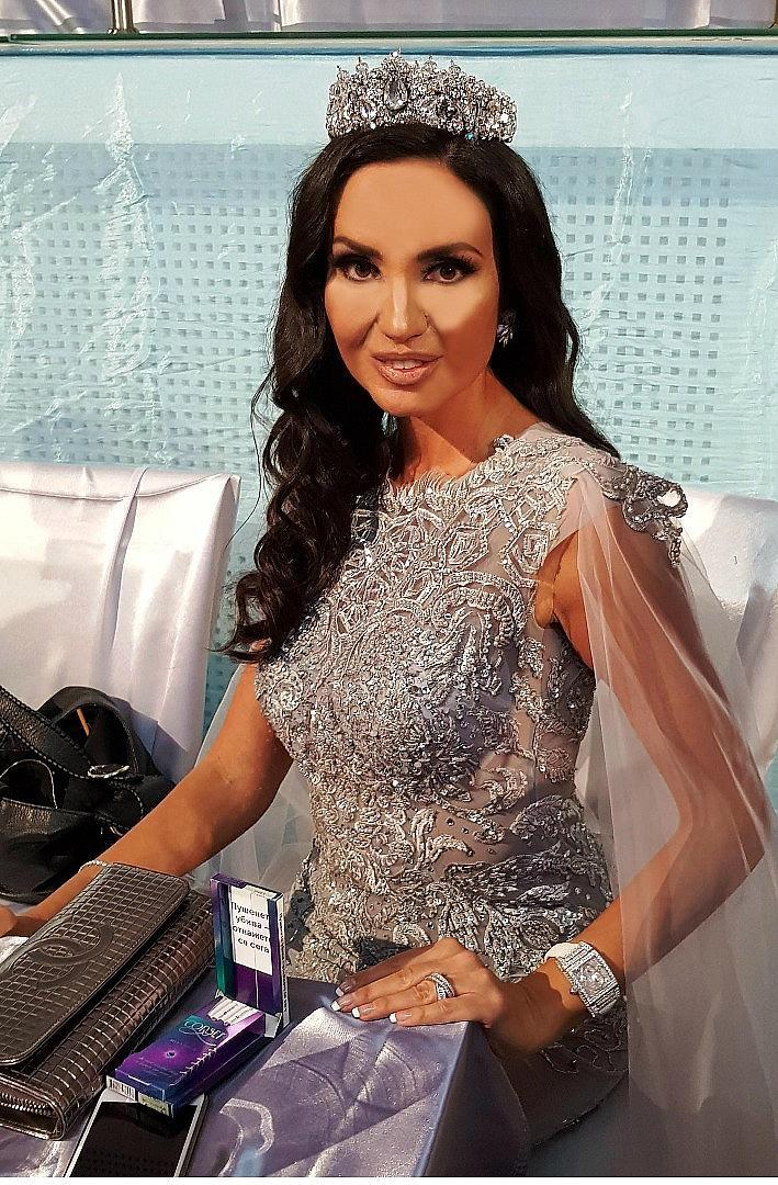 Обикновено виждаме Наталия Гуркова във вечерни рокли