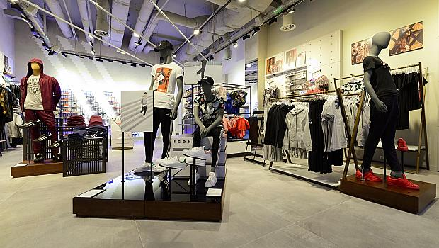 Модният редактор на elle.bg с безплатни стайлинг консултации в adidas Originals