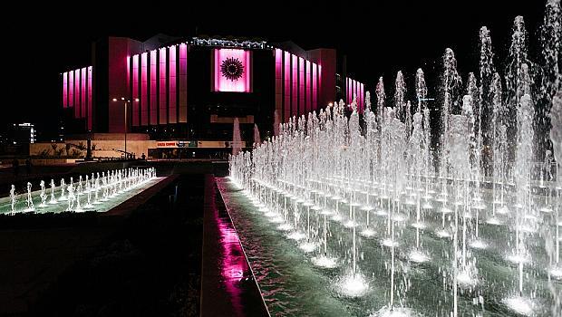 НДК ще бъде осветен в розово