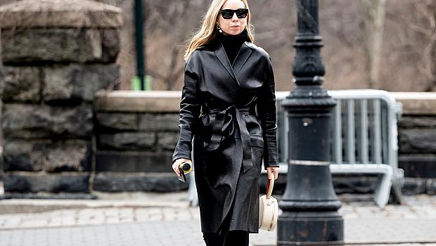 Как да носим черно, без да изглеждаме скучно