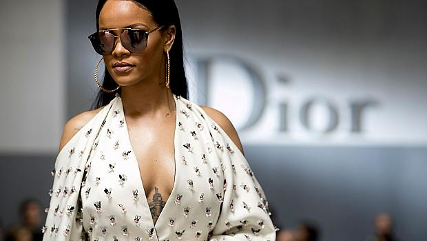 Риана уважи ревюто на Christian Dior в Париж