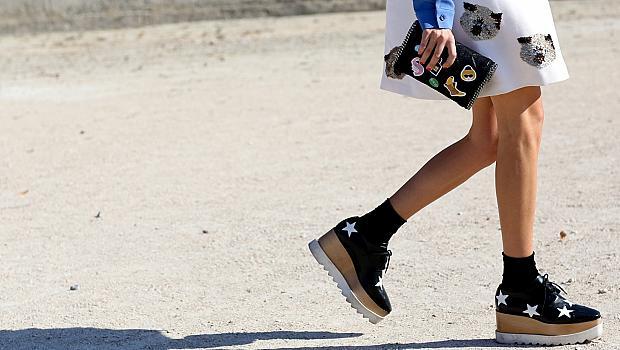 Как да носите обувки с чорапи