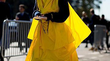 Най-добрите стрийт стайл визии в жълто