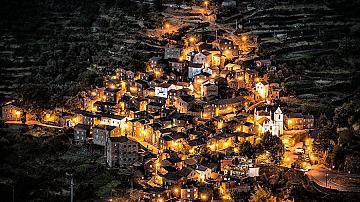 15 невероятни града върху скали