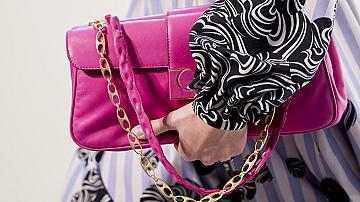 Чанта като на Барби: 10 розови модела от пролетно-летните колекции