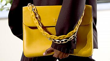 За да се отличим, избираме чанта в ярък цвят: 20 елегантни модела от подиума