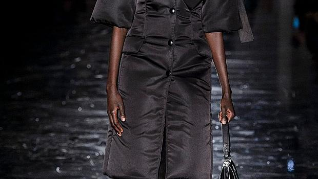Елегантен стил с пухено яке от модния подиум