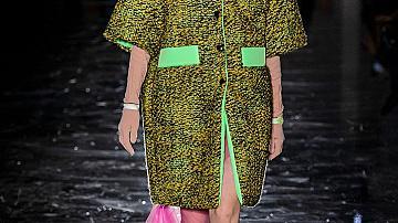 30 предложения от модния подиум за стил с цветно палто