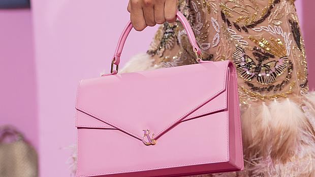 Чанта като на Барби: 18 розови модела от подиума