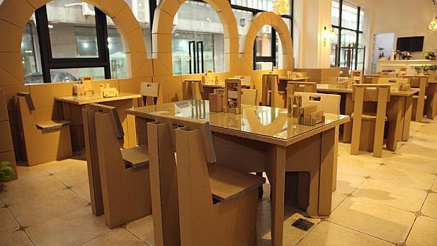 В Шанхай се откри картонен ресторант