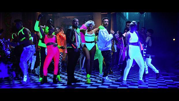 """Неоновото видео на """"Say My Name"""" ни вкарва в party mood"""