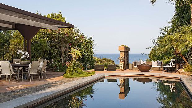 Вижте дома на Крис Мартин, в който скоро ще заживее и Дженифър Лорънс
