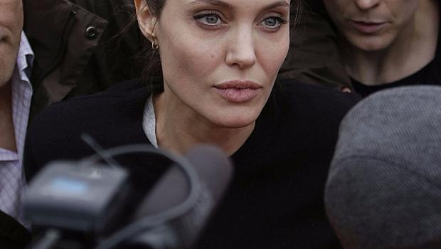 Анджелина Джоли приета по спешност в болница
