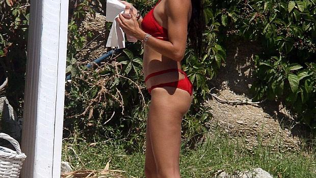 Адриана Лима показа сексапил на плажа в Миконос (снимки)