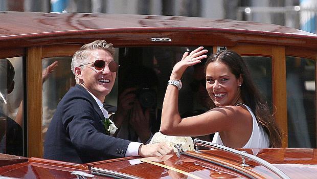 Нова звездна сватба! Ана Иванович и Бастиан Швайнщайгер се ожениха във Венеция