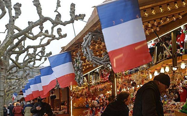 Страсбург, Франция  Коледният базар в Страсбург е най-старият във Франция. Особеното е, че типичните дървени будки са разположени не само около Страсбургската катедрала, но и на много други места в града. В тях човек непременно ще намери нещо, което ще по вкуса му.