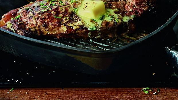 Т-бон стек с розмарин, мащерка, мента и масло Lurpak