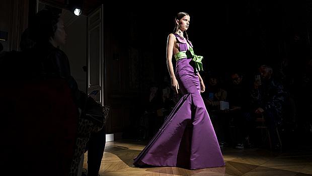Модният подиум ни изпраща на виолетово онлайн приключение