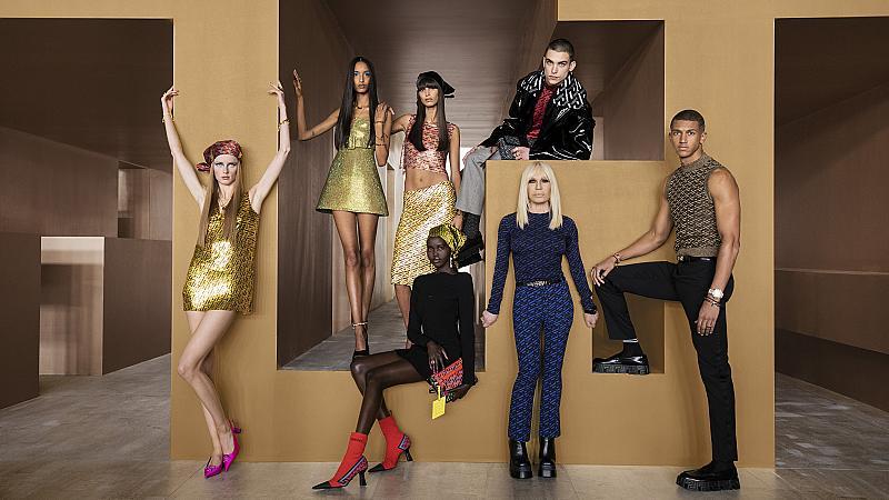 Versace добави нов монограм в колекцията си есен-зима 2021/2022