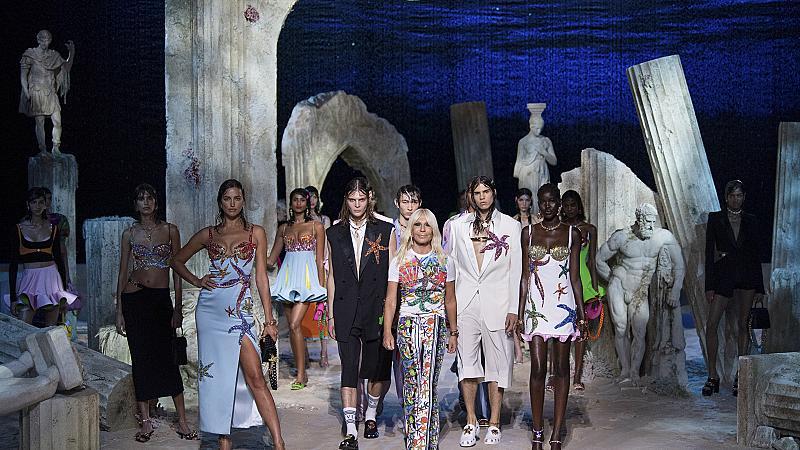 Как Версаче пренесе модното си шоу от Милано в Атлантида?
