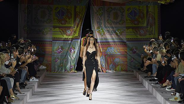 Интересът към модното шоу на Versace доведе до срив в системата на уебсайта им