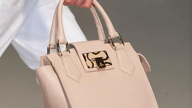Чанти с къси дръжки