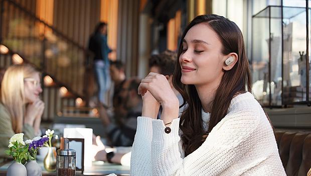 Новите слушалки на Sony: без шум, без кабели, без разсейване
