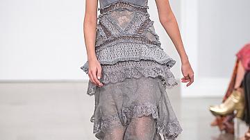 25 визии с рокля с волани за лято 2017