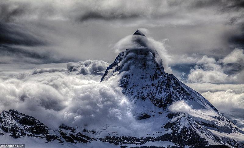 Облаци около връх Матерхорн в Швейцарските Алпи, 26 май 2014 г.
